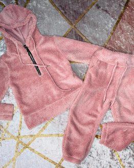Conjunto de borrego color rosa compuesto por jersey con puños en las mangas y cremallera en el escote y pantalón con goma interior en la cintura , puños en los bajos y bolsillos. Tallas 4 a 14 años (Tallas pares). babydaiashop . compra online . artículos para bebes y niños.