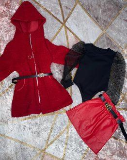 Chaqueta de borrego color rojo , forrado el interior afelpado , incluye cinturón ajustable. Tallas 4 a 14 años (Tallas pares). Puedes combinarla con el conjunto amor disponible en la sección de niña. babydaiashop . compra online . artículos para bebes y niños.