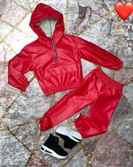 Aqui tennis el tan esperado conjunto Kath de color rojo, perfecto para este invierno, protege del frio y la tela es perfecta.