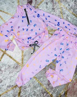 Conjunto de Tik Tok símbolo rosita, compuesto por sudadera con puños en las mangas , cintura engomada , cremallera cromada en el escote , solapa de bolsillo canguro y pantalón con bolsillos , puños y cintura engomada , viene todo el interior afelpado. Tallas 4 a 14 años , (Tallas pares). Disponible también en azul marino. babydaiashop . compra online . artículos para mujer y niños.