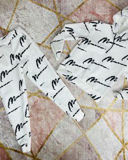 Conjunto doble color blanco , compuesto por sudadera con capucha , puños en las mangas , bolsillo canguro y pantalón con cintura engomada con cordón ajustable , puños y bolsillos. Es unisex , para poder llevarlo en parejas (padres e hijos , matrimonios , hermanos , amigos ... ). Tallas infantiles : 4 a 14 años (Tallas pares). Tallas adulto : S/M/L/XL/XXL (Desde 32/34 hasta 42/44). Disponible tambien en color negro. babydaiashop . compra online . articulos para mujer y niños . ropa para padres e hijos iguales . ropa igual mama e hija .