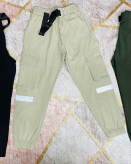 Pantalón Miami color negro , con bolsillos en la cintura y laterales de las piernas , con lineas reflectantes , cintura engomada con cinturón ajustable y gomas en los puños. Tallas 4 a 14 años (Tallas pares). Disponible también en beige o verde oscuro. babydaiashop . compra online . articulos para mujer y niños.